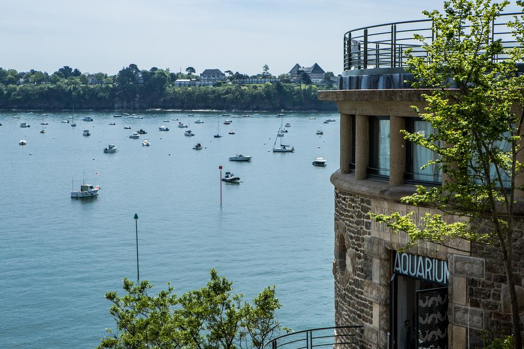 Waterside hotel in Dinard