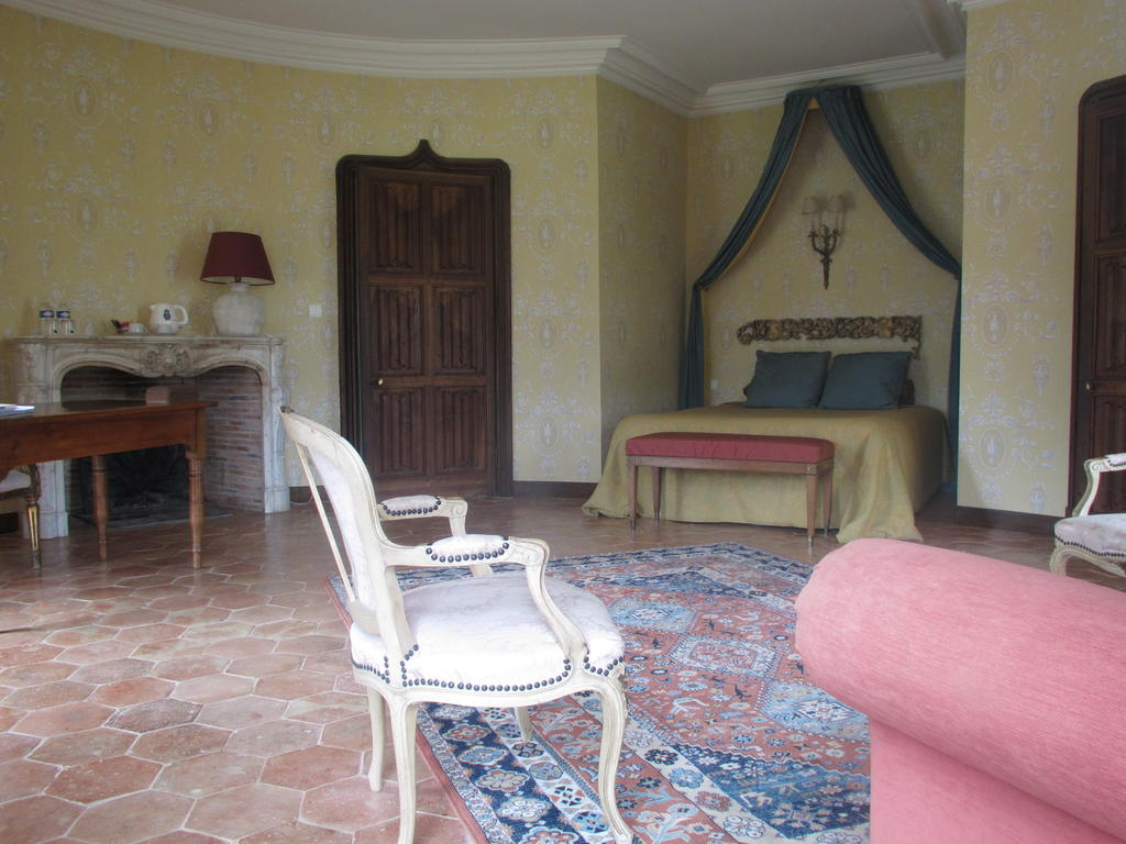 Large suite, French chambres d'hote
