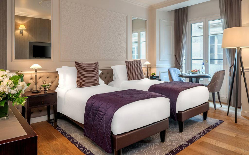 Twin bedded suite, Paris hotel