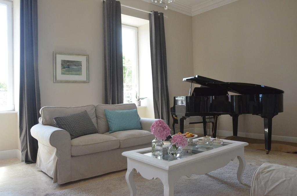 Lounge with grand piano
