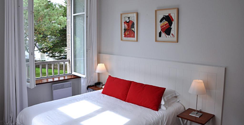 Standard double room, small hotel on Brittany coast
