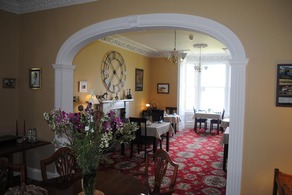 Breakfast room, dining room