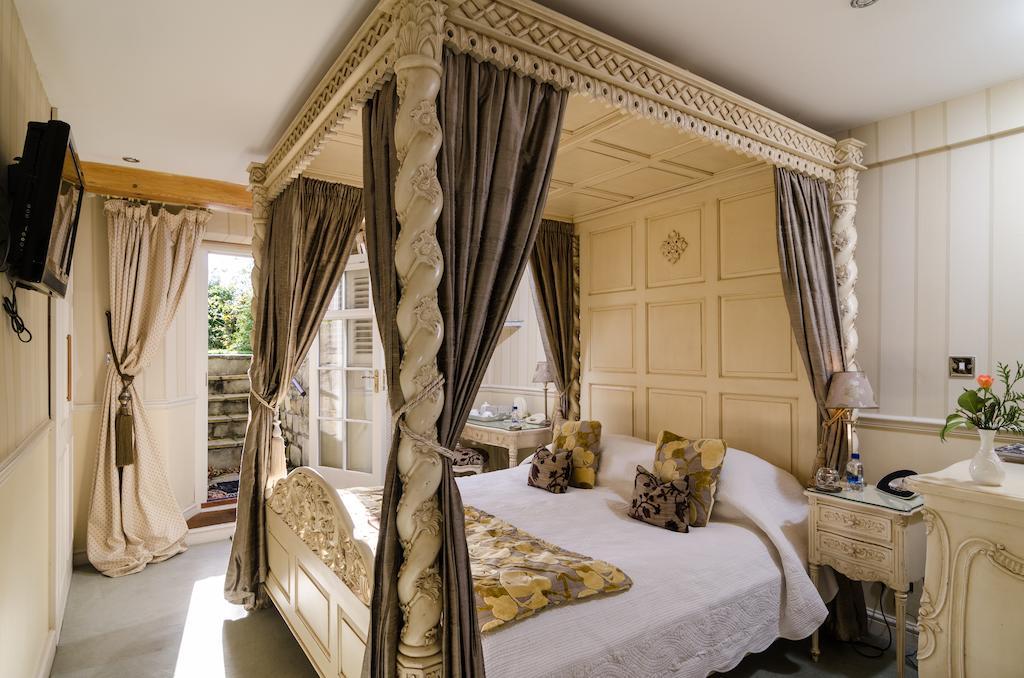 Four poster room with access to garden