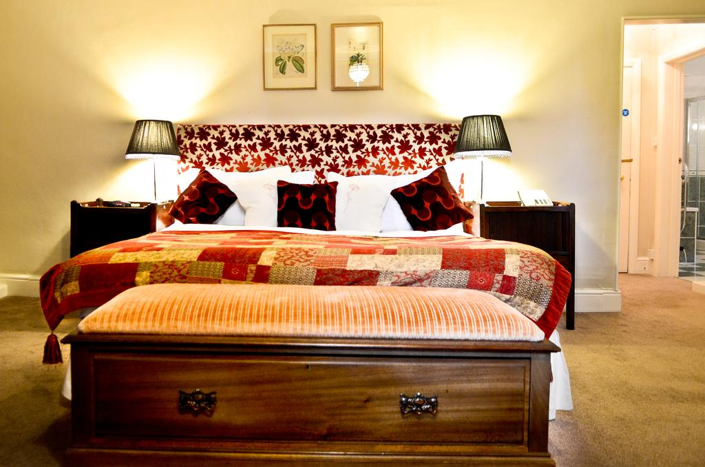 Deluxe double room, Lewtrenchard Manor