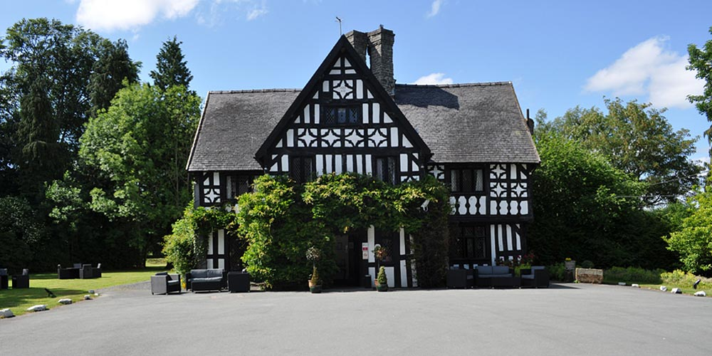 Hotel in tudor manor house