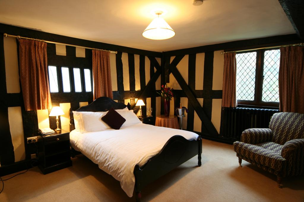 Superior double room, Maesmawr Hall