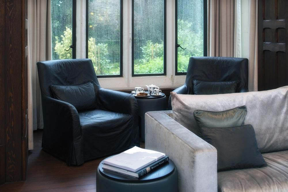Sitting room with garden view