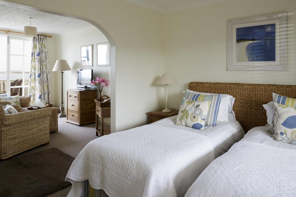 Twin bedded suite