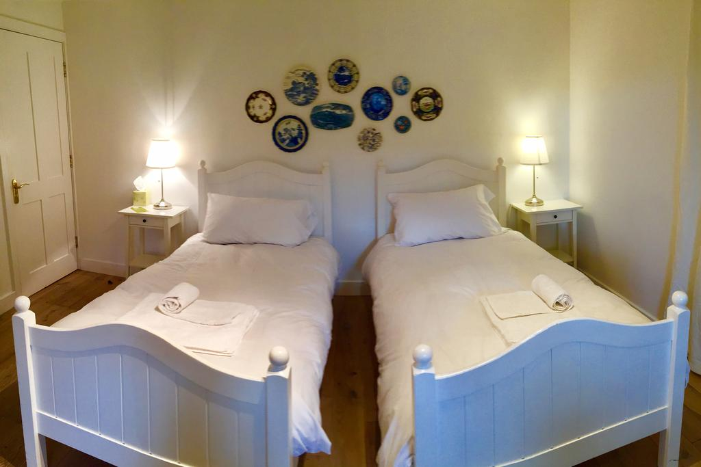 Twin room, twin beds