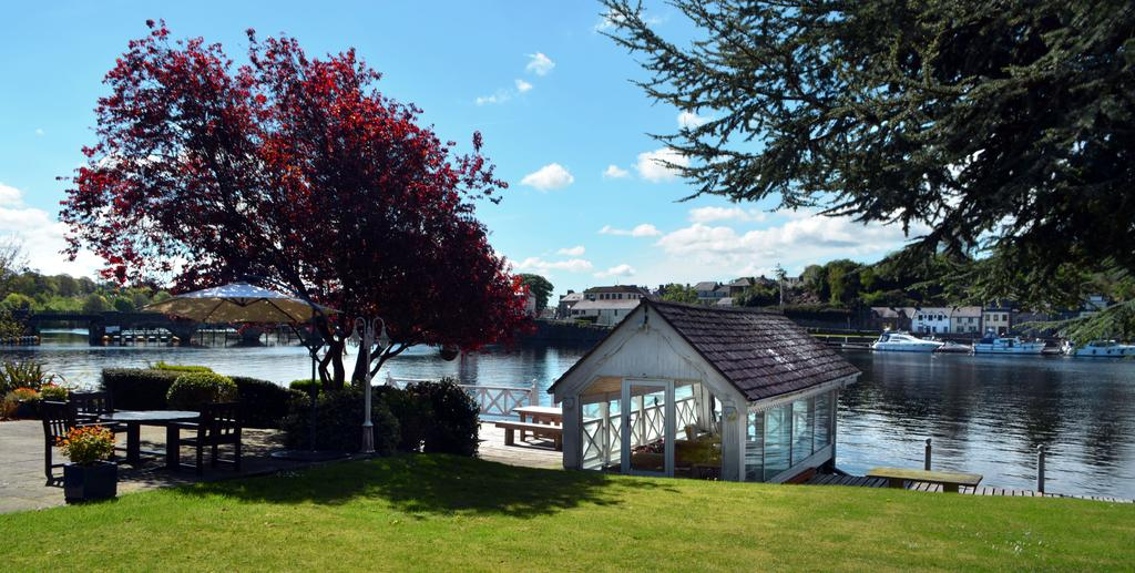 Bed and breakfast, River Shannon