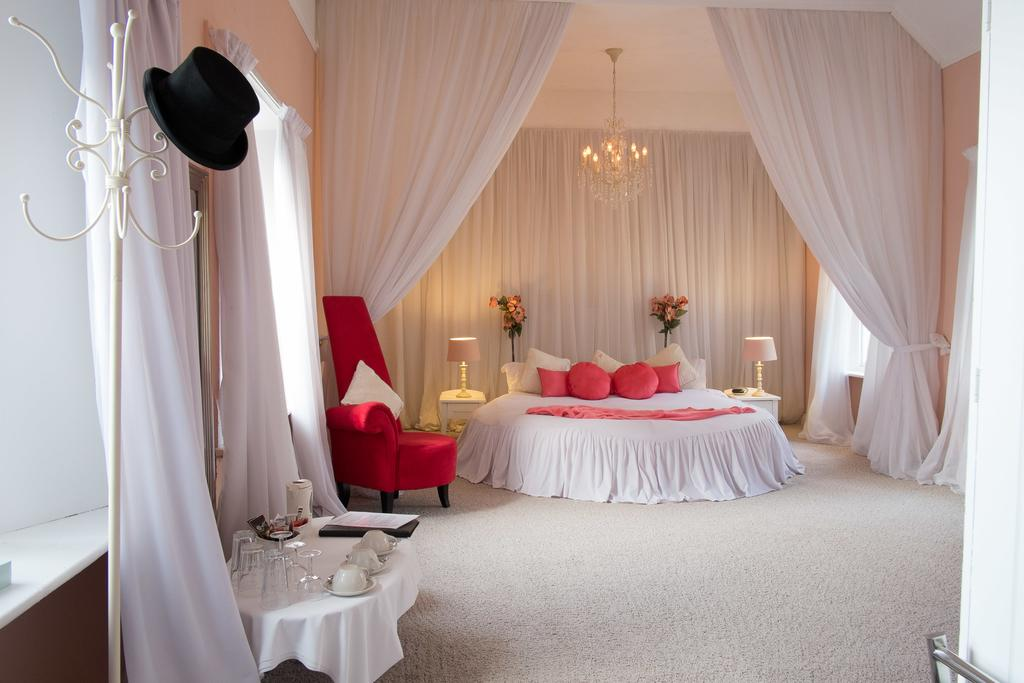 The Top Hat Room, Maranatha Country House